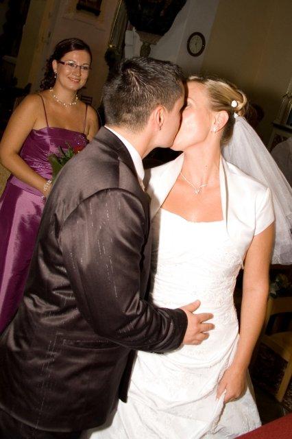 Alenka{{_AND_}}Radek - prvý manželský bozk