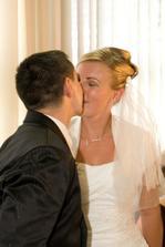 ...a ďalší manželský bozk...:)