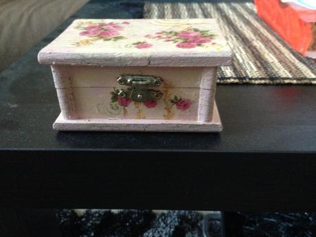 Drevená krabička na prstienky - Obrázok č. 1