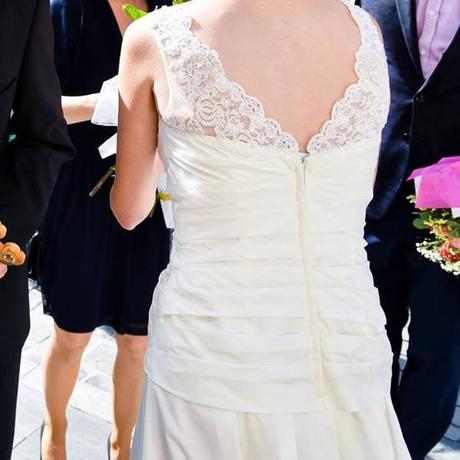 Jednoduché, veľmi pohodlné svadobné šaty - Obrázok č. 2