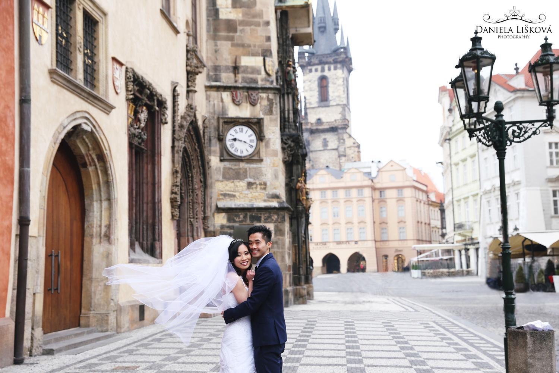 Pohodové svatební focení s vizážistkou Katkou a talentovanou fotografkou Danielou Liškovou - Obrázek č. 7