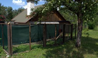 inkriminované bydlisko pre 3 sliepky