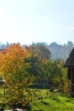 výhľad z terasových dverí