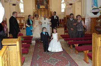 mala druzicka nechcela odist z kostola...
