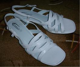 Konečně mám boty s nízkým a stabilním podpatkem :o)