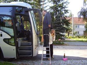 I autobus pro svatebčany bylo potřeba ozdobit