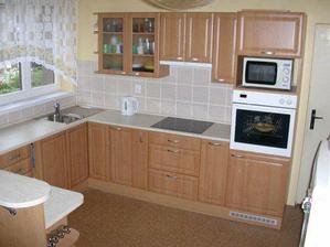 Naše nová kuchyňka (podlaha Novilon - vzor korek)