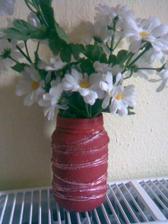 Mezi lakovanim dorazila nova terakotova barva na kvetinace tak jsem musela hned vyzkouset na sklenicce od presnidavky., no vytvor nic moc, ale barva je super