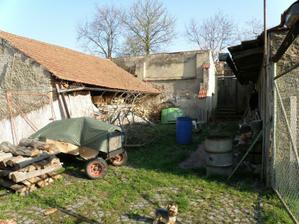 """duben 2010 - Pohled ze soucasneho vstupu do """"zahrady"""""""