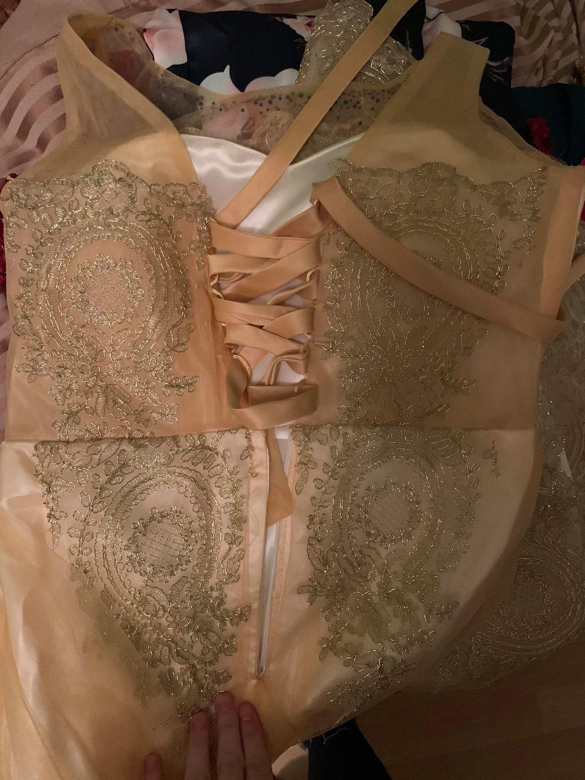 Zlaté šaty - Obrázok č. 2