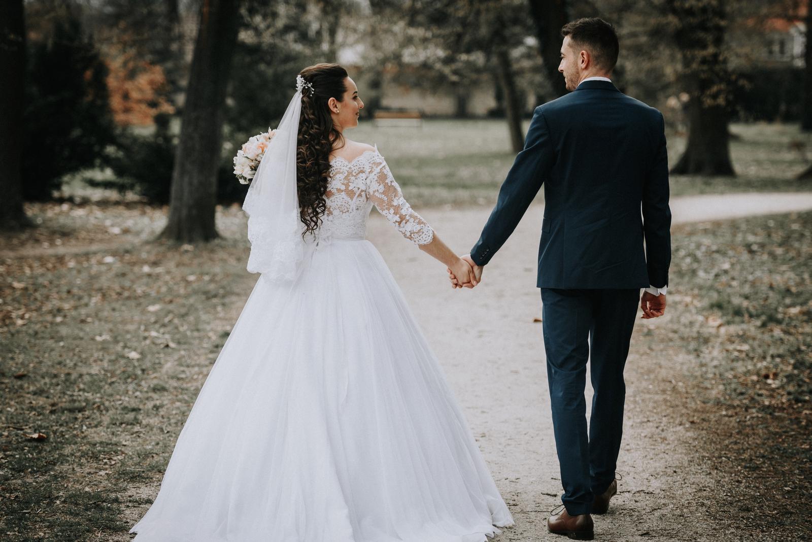Svadobné šaty + kruh+bolerko+kravata - Obrázok č. 1