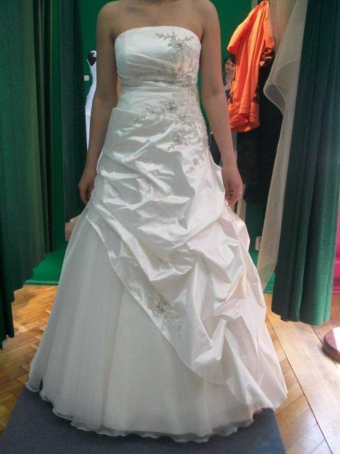 Jožko & Zdenka-26.09.2009 - tak to sú tie pravé!!! Po mojej svadbe sú na predaj veľkosť 38-40 na snúrovačku tak sa dajú prispôsobiť, výška 172cm