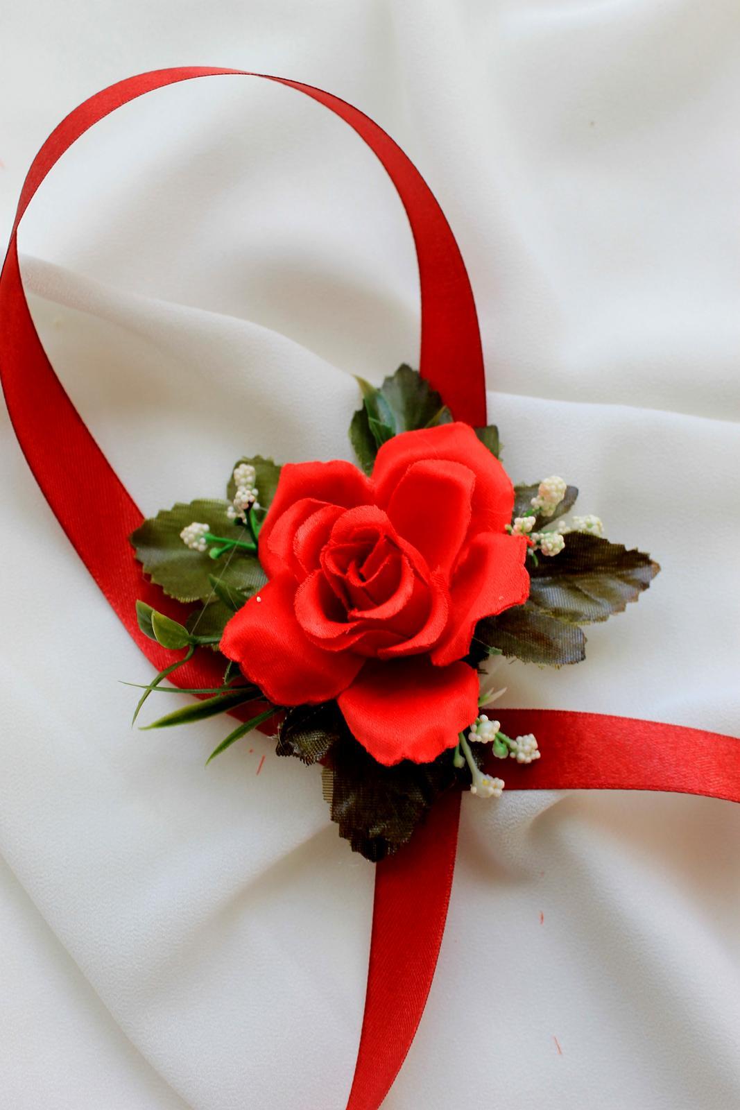 Kvetinové náramky pre družičky - červená ruža - Obrázok č. 2