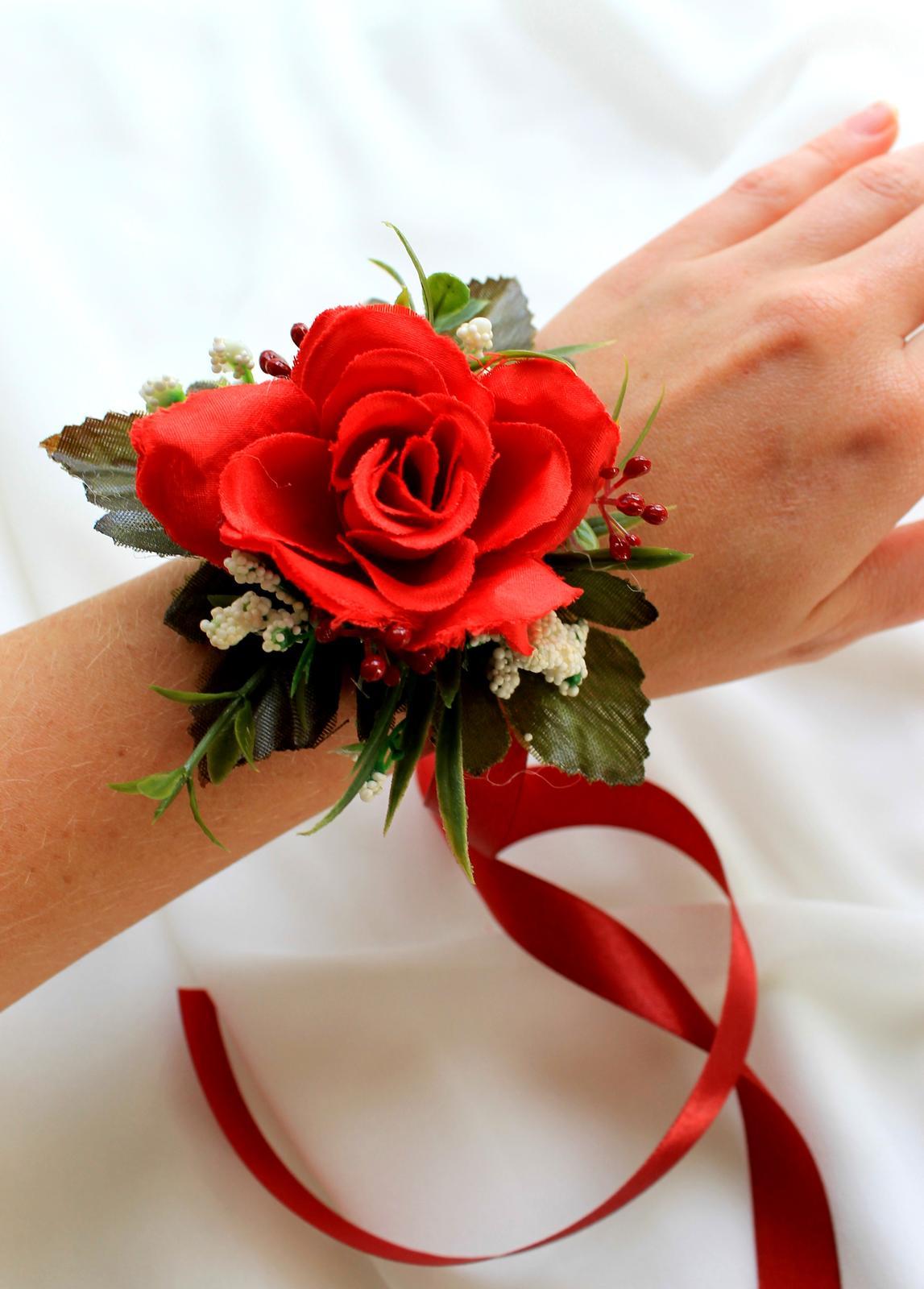 Kvetinový náramok pre hlavnú družičku - ruža - Obrázok č. 1