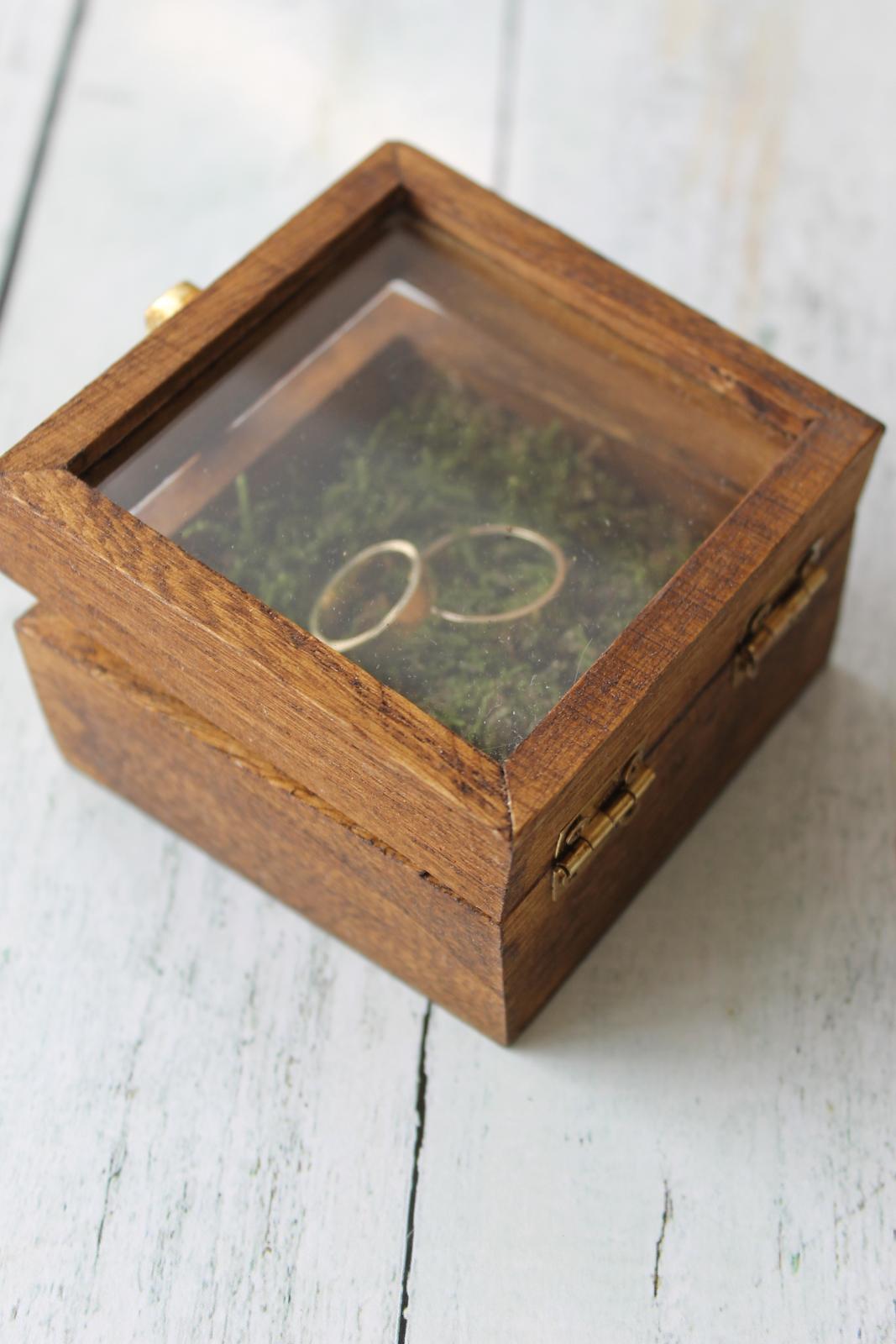 Drevená krabička na obrúčky s okienkom - Obrázok č. 2
