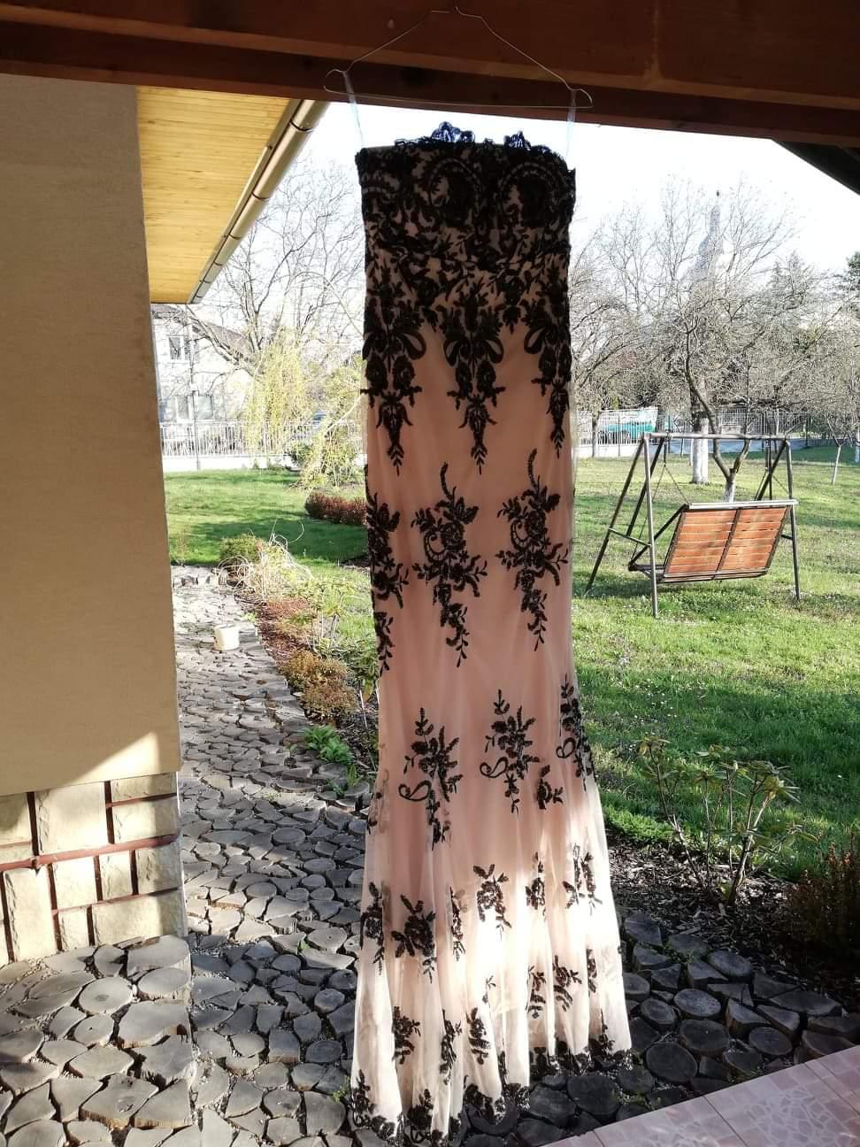 Béžové šaty s flitrami - Obrázok č. 3