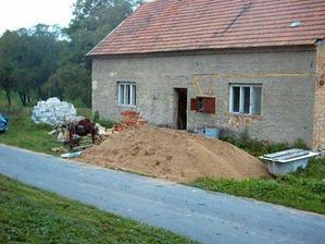 náš domeček, v roce 2002...začínáme rekonstrukci