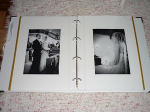 takto vyzera albumik z vnutra, fotky niesu nase :) ale to co niekedy fotil nas fotograf