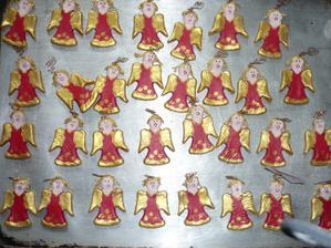 moje vlastnorucne vyrobene menovky anjelikov a zaroven darceky pre nasich hosti