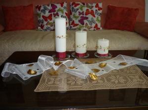tieto sviecky budu na nasom hlavnom svadobnom stole, len s tym rozdielom ze organza bude bordova a doplnky tie co su tu- zlate