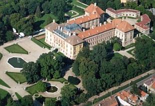 areál zámku slavkov