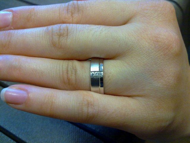 Dianka & Robko 21.8.2010 - a tu je na mojej rúčke, ktorý som skúšala asi o 5 čísla vacsi pri objednavani obrucok :)