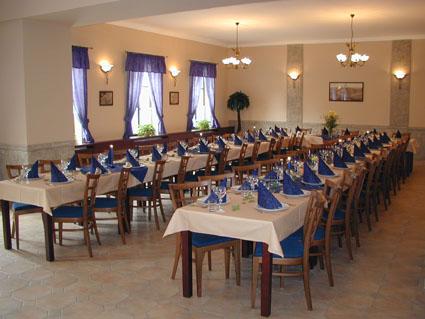 """Míša & Lubik aneb přípravy na den """"D""""  - 30.4.2011 - hraběcí sál..."""