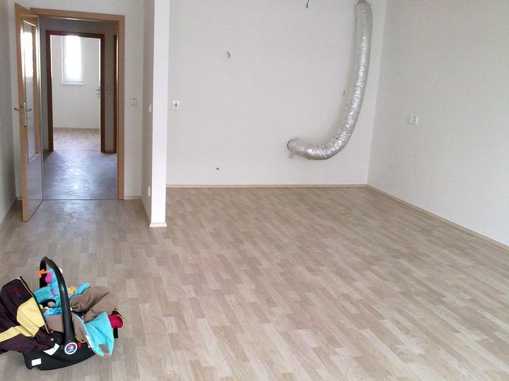 Kuchyň se rýsuje - podlaha hotova...