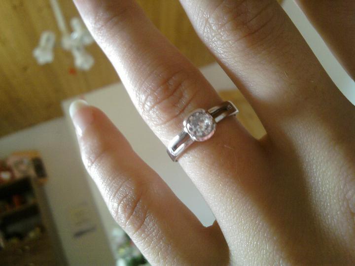 Svadba bude 6.8.2011 - aký je krasny!!!!!inak  je to výtvor nášho zlatnika ktorý nam robí aj obručky :D
