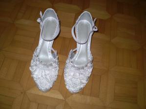 moje svadobne topanočky :D su veeelmi pohodlne