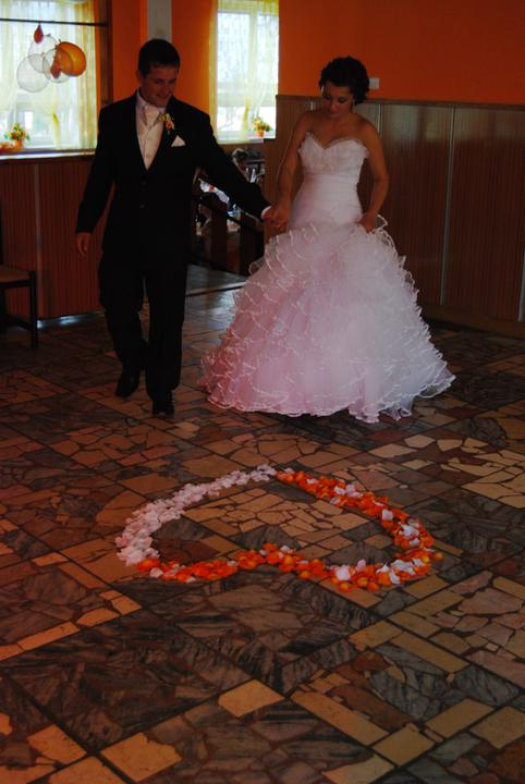 Michaela{{_AND_}}Tomáš - a ide sa na prvý tanec, tato fotka sa nam velmi pači