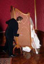 Svádění ženicha za paravanem