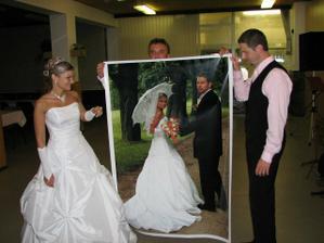 Jeden ze svatebních darů