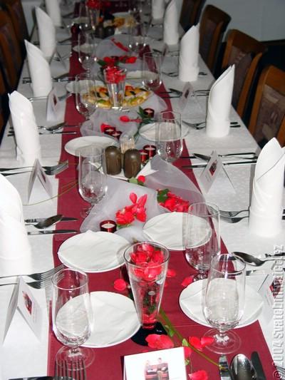 R+H 10červen2006 - dekorace stolu takto nejak