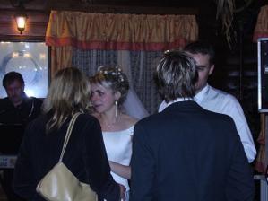 Loučení s báječnými přáteli, mimochodem brzy už taky novomanželi - lepší foto nemám:-)