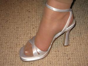 tak botky konecne dorazili - jsou super...my gorgeous shoes have finally arrived.