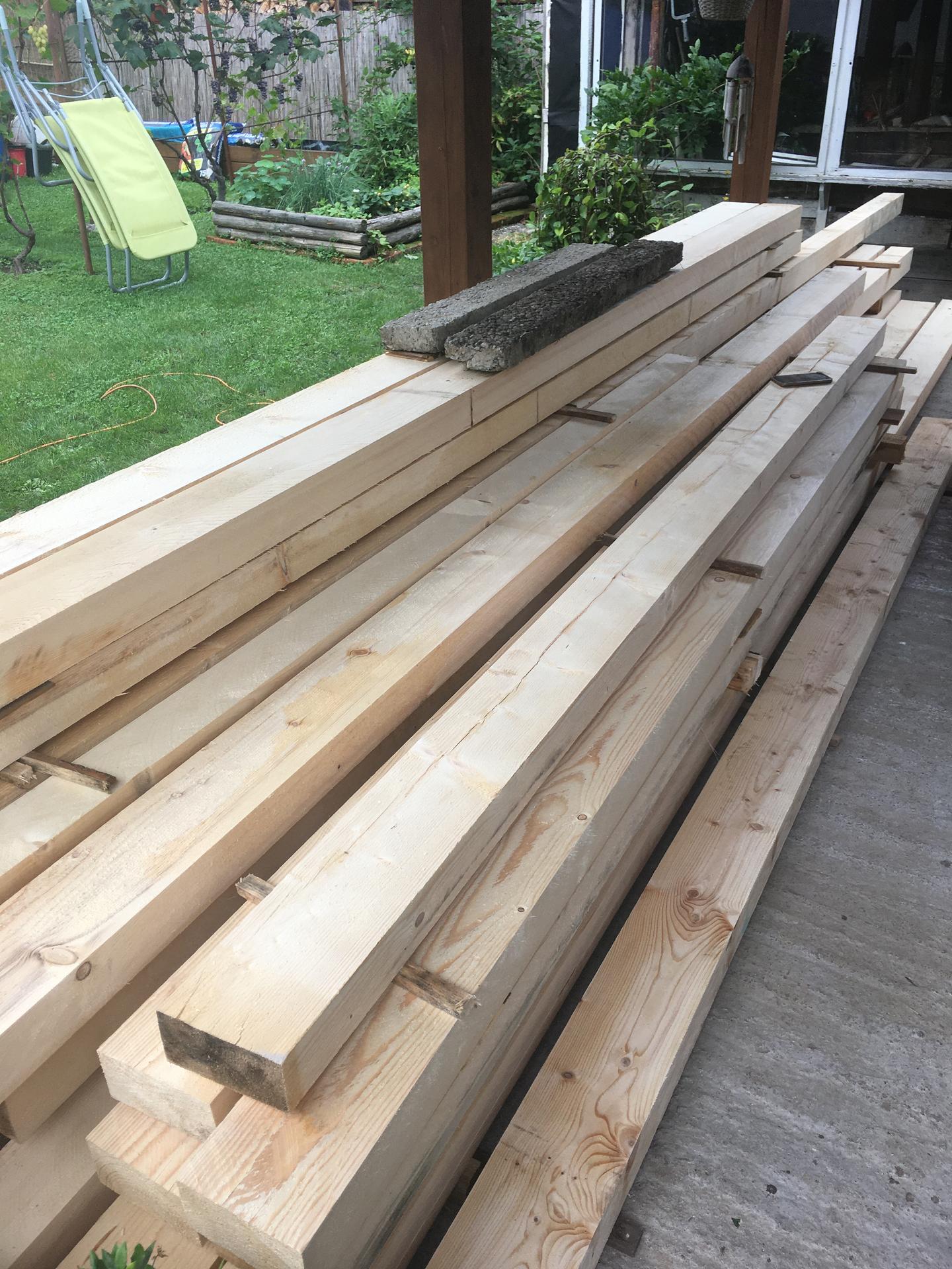 Jednoducho nová búda - A prišlo drevo.