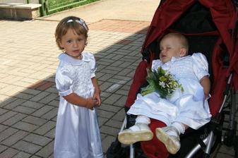 Dcera Nikolka s neteří Agátkou