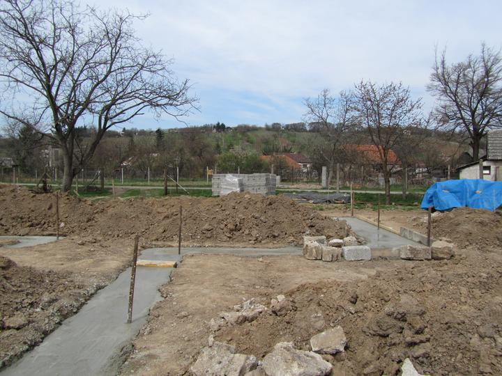 Náš Bungalov 869 - Euroline - 30m3 betonu je uz v zakladoch :)