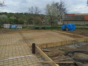 kari siete polozene aj zadrotovane-pripravene na betonovacku