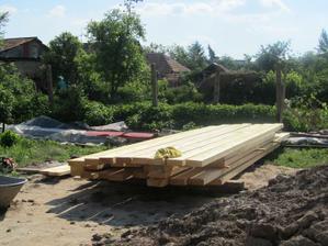 drevo naimpregnovane bezfarebnym bochemitom-pripravene na krov