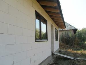 "Okna sme ,,zalicovali"" koli hrubej izolacii asi 20cm :-) inak by boli utopeneeeeeeee :-D"