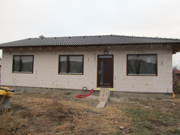 Náš domček - Okna Mirador ( drevené trojsklo)