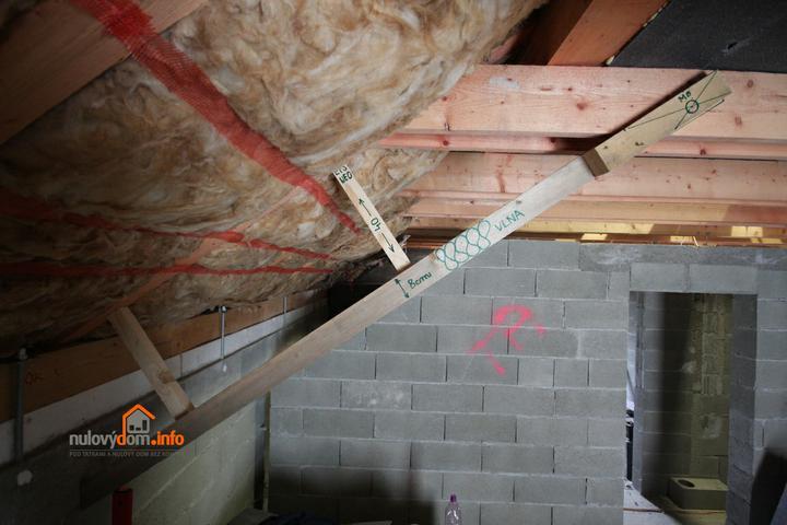 Nulový dom bez komína... Som UFO? - Plan prace na zimu... Sablona. Zateplenie podkrovia. Celkova izolacia strechy 18 + 40 + 8