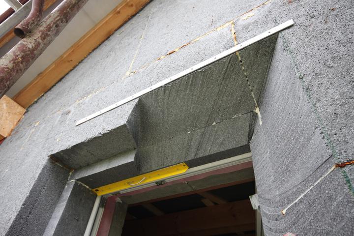 Nulový dom, dom bez komína... Som UFO? - Orezavanie ostenia okien do uhlov... styl 2