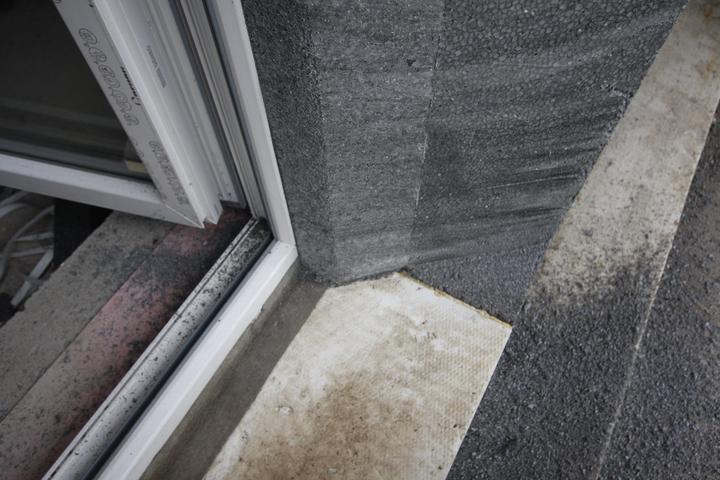 Nulový dom bez komína... Som UFO? - Orezavanie ostenia okien do uhlov... styl 2