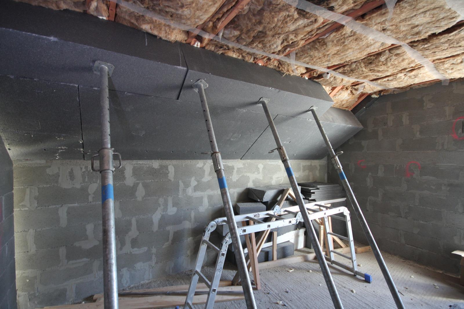 Nulový dom bez komína... Som UFO? - Izolacie strechy spolu 18+40+8 = 66cm  ... Inac pod takou strechou nie je len TEPLO ale aj TICHO!