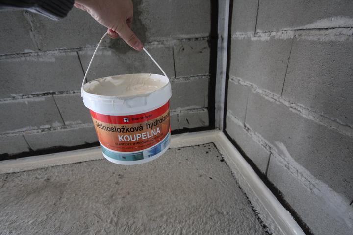 Hydroizolacia kupelnova? ano to je super chemikalia :) Po stuhnuti je to ako guma.. Vyborne previazala patu muriva z podlahou! Ziaden unik vzduchu ;-)