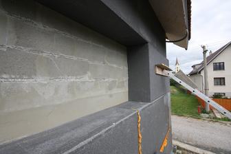 Pretlacenie EPS o mur aj REBRIKOM.. a na nom tehla...