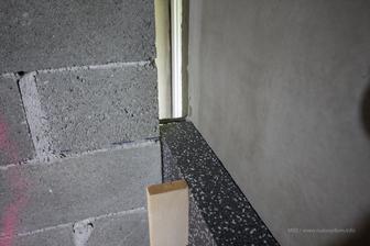 detail... cize priestor medzi prieckami a obvodovym murivom je odizolovany... ;-)  10cm